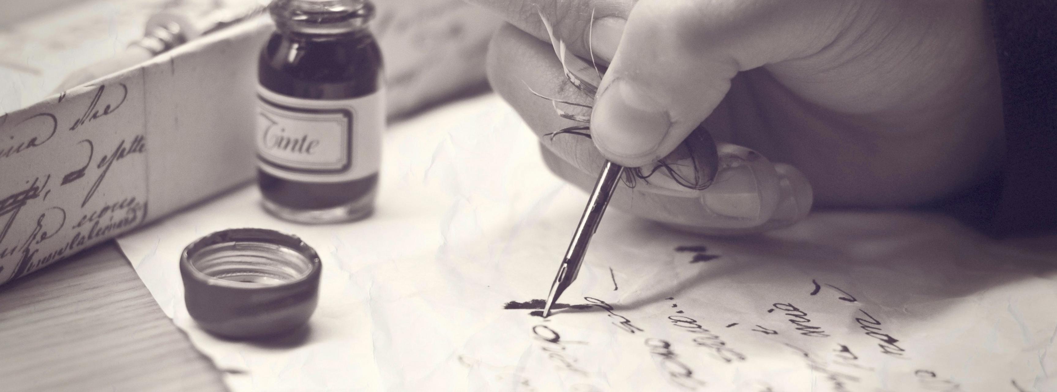 ecriture d'un poeme sur une feuille
