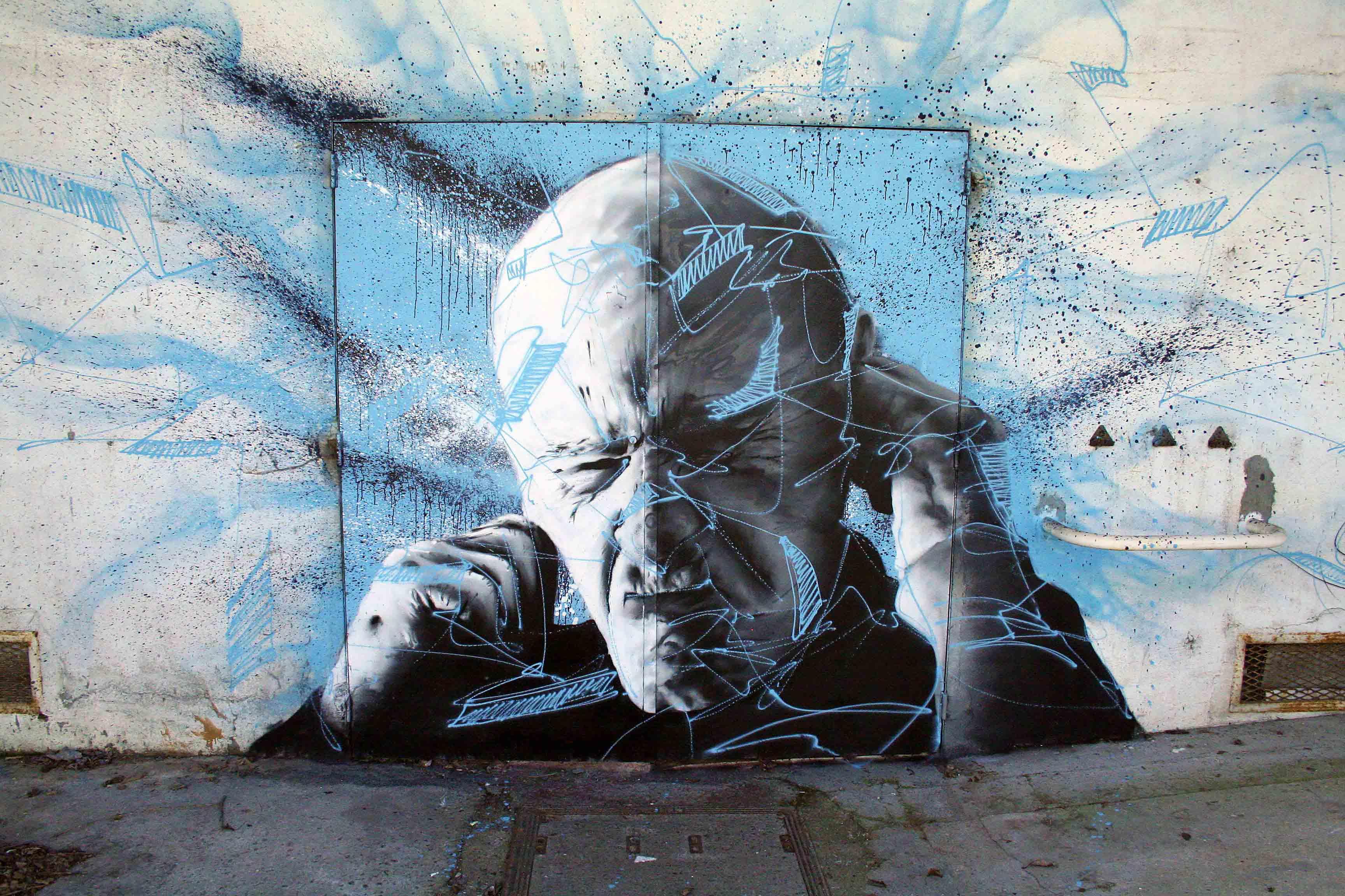 fresques d'un vieillard sur fond bleu