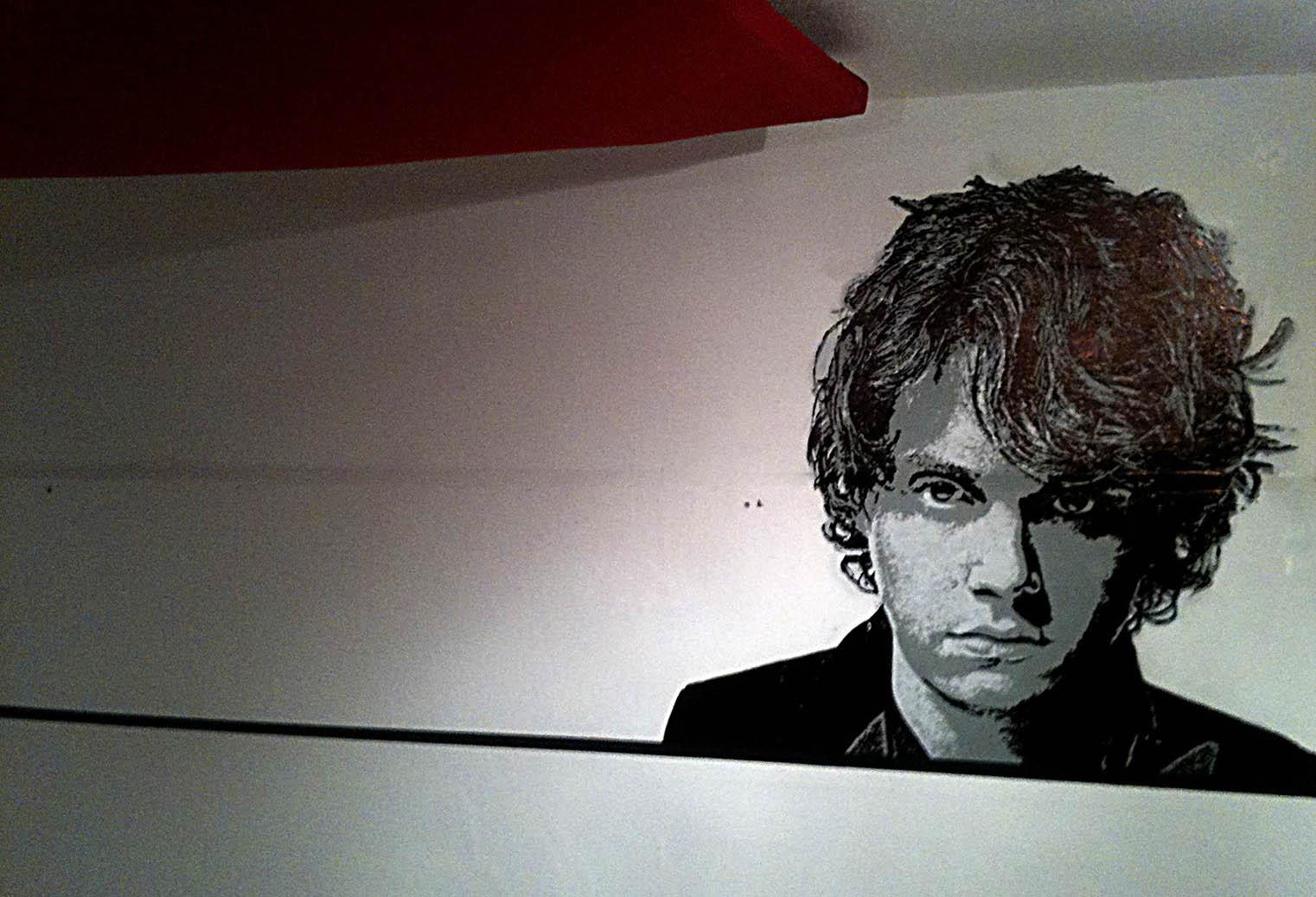fresques de john mayer dans un studio de musique