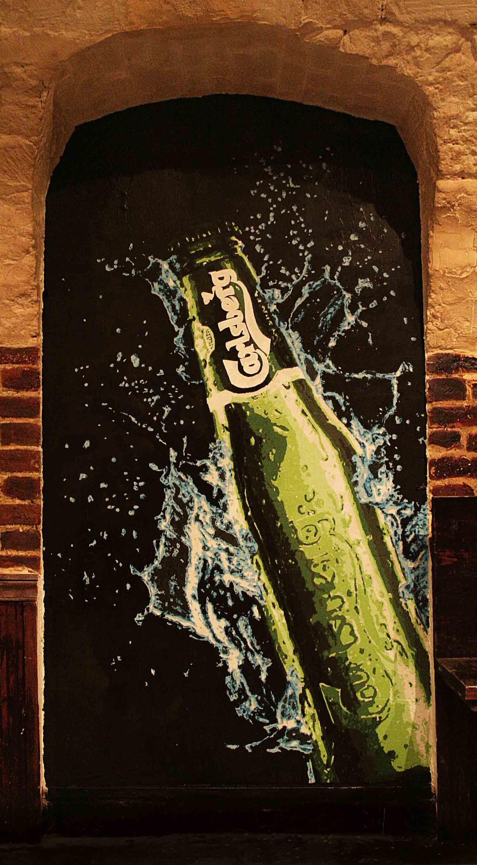 fresques du truskel microklub d'une bouteille de bière carlsberg