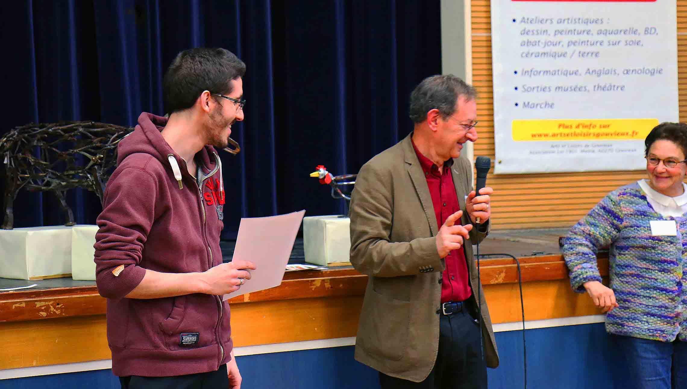 remise des prix à frédéric michel-langlet lors de l'expositions du festival de gouvieux