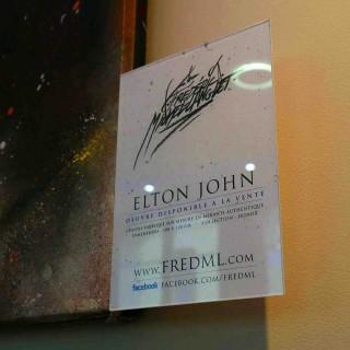 plaquette de présentation du portrait elton john de la collection ekinox de l'expositions de gouvieux