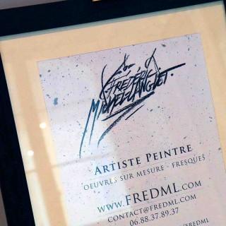 cadre de présentation des prestations de frédéric michel-langlet à l'entrée de l'exposition de gouvieux