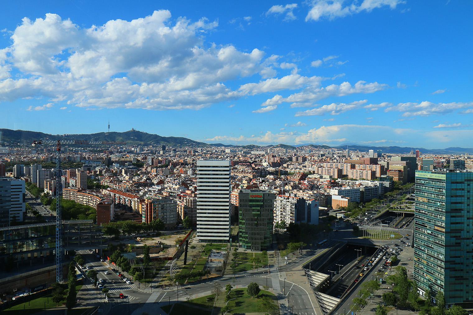 Vue des bureaux de dragon investors à barcelone ou la fresque a été réalisée