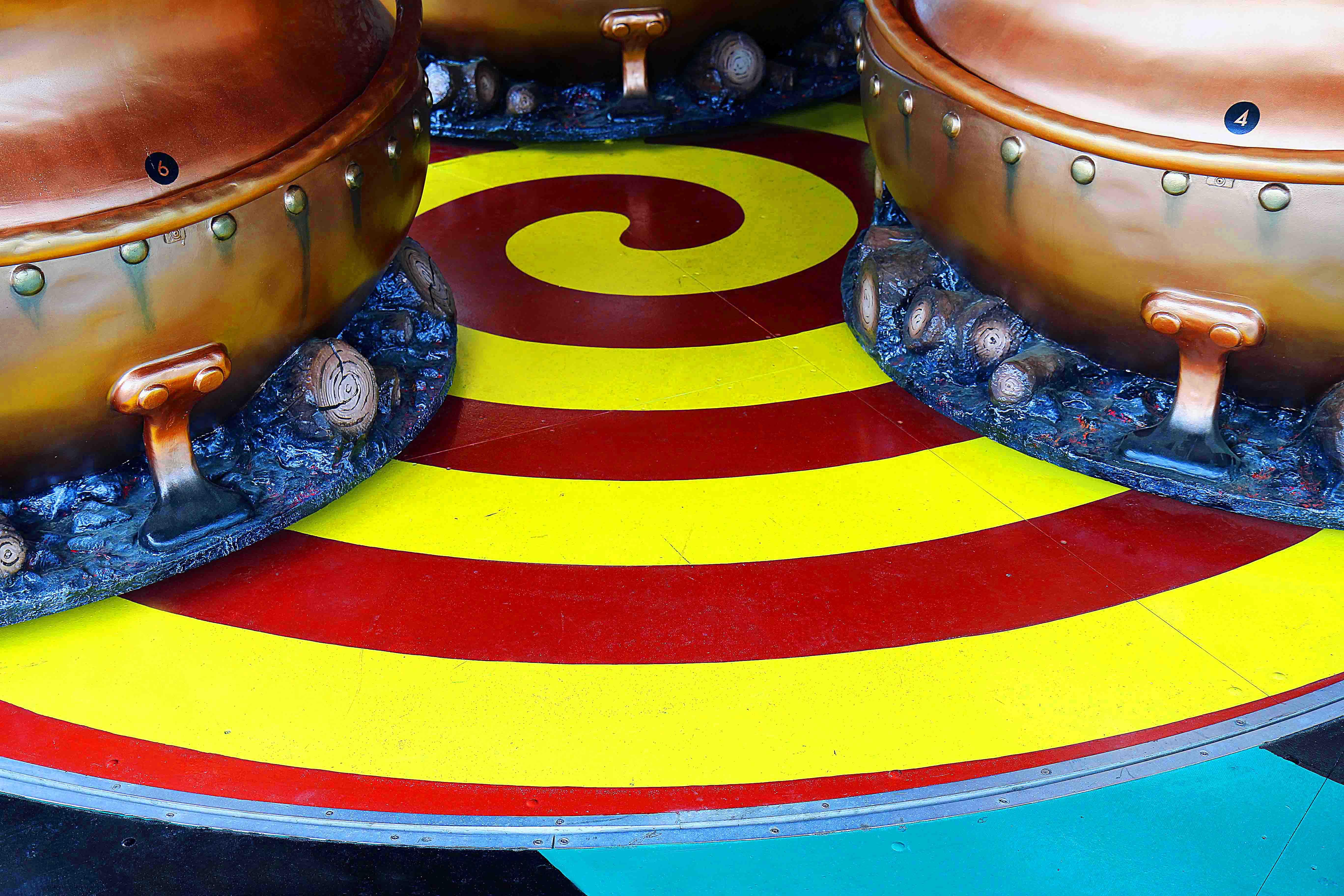 Décoration de tourbillons de l'attraction les chaudrons magiques réalisé au parc astérix par frederic michel langlet
